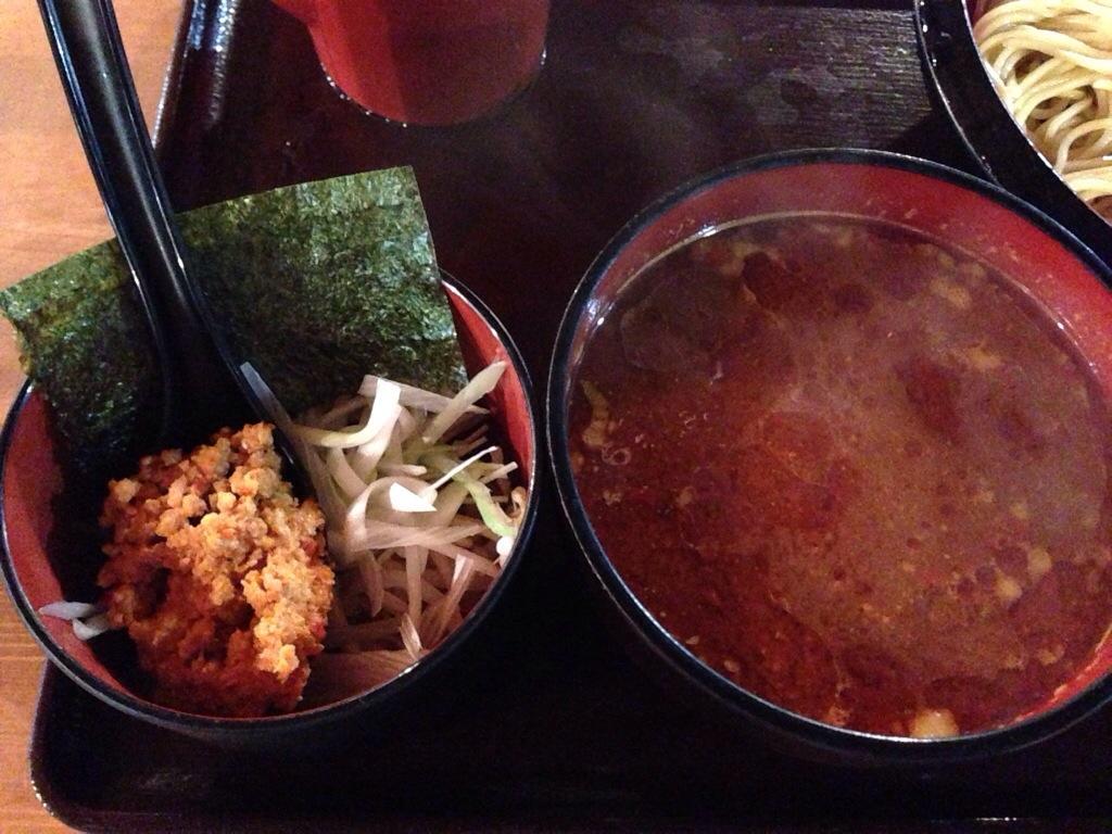 酸辣味噌つけ麺のスープと辛味噌