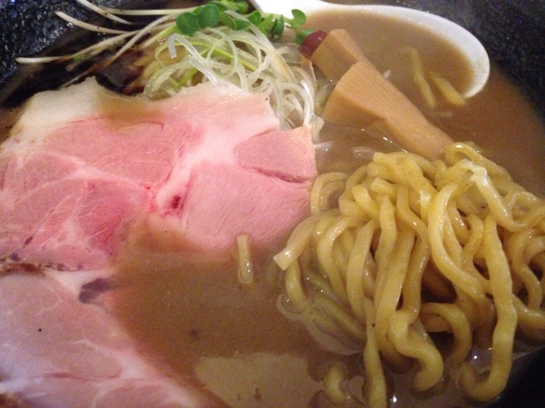 濃とんこつラーメンの麺