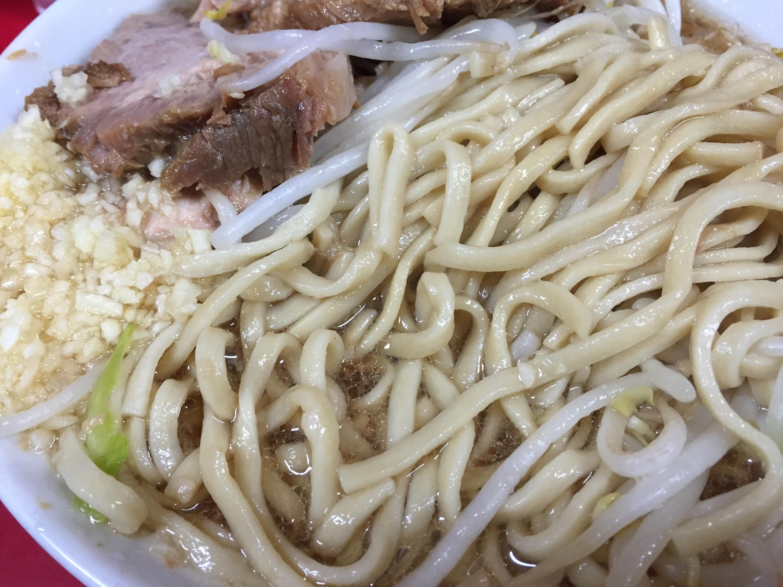 平打ち気味の麺