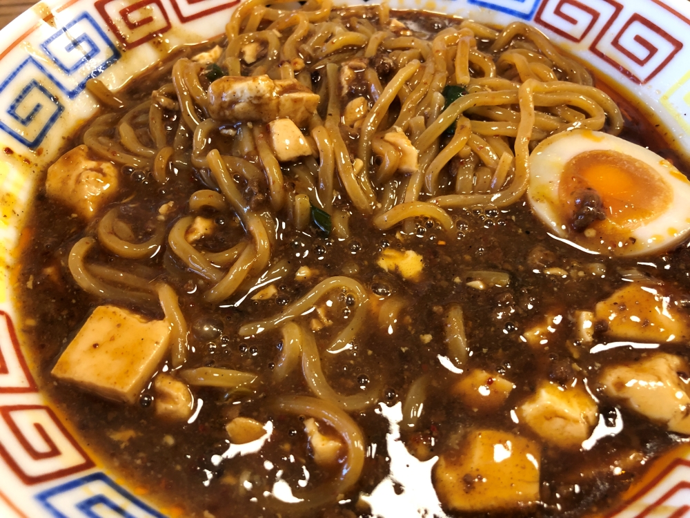 豚骨麻婆麺を混ぜる