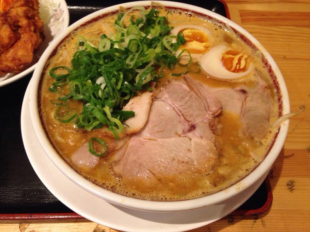 都飯店 本店のプレミアム担々麺